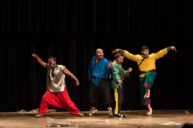 «Краски Востока»: веселые клоуны Оша