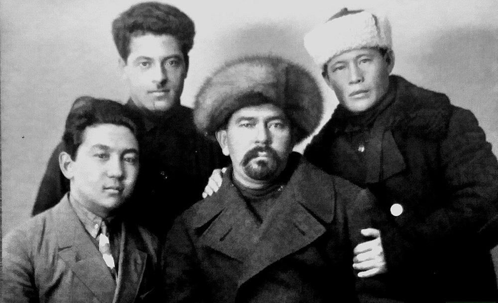 Сыновья муллы и писаря создали первый театр в Оше