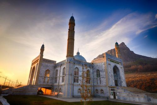Mosque in Osh, photo Zafer Dincer  (1)