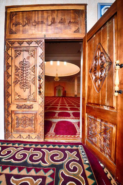 Mosque in Osh, photo Zafer Dincer  (9)